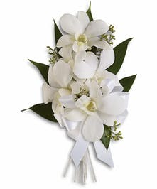 This corsage onsight gives off a ray of elegant beauty!