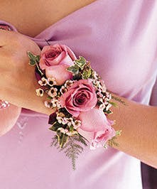Classic rose corsage, simply gorgeous!